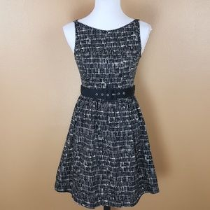 🌟 Forever 21 Black & White Dress with Belt